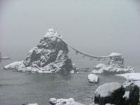 雪の夫婦岩